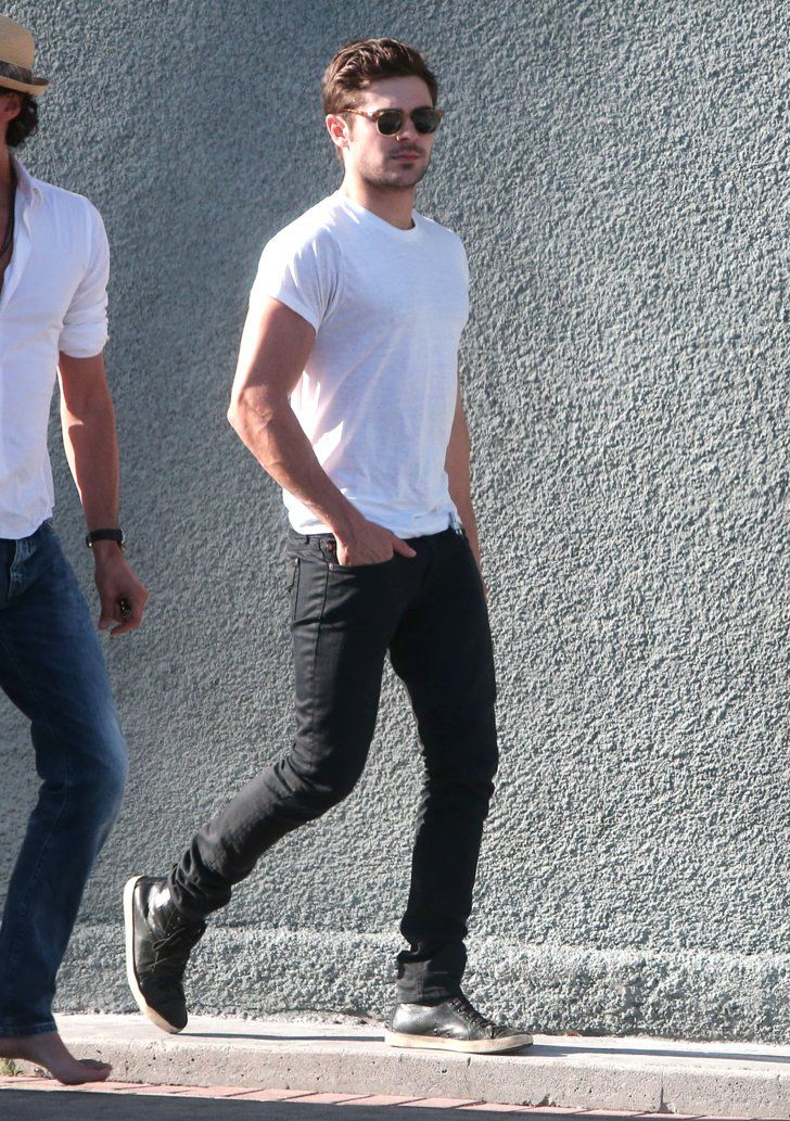 Pin for Later: This Week's Can't-Miss Shots!  Zac Efron went with a minimal yet handsome look for his shopping outing in Hollywood.