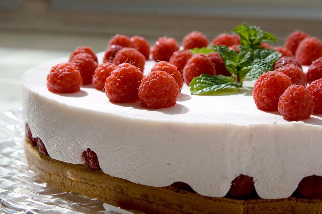 Leichte Sommertorte - Himbeer-Quark-Kuchen