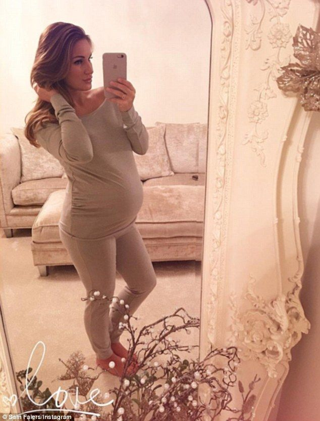 7585400350afc Heavily pregnant Sam Faiers shows off her bump in cosy tracksuit ...