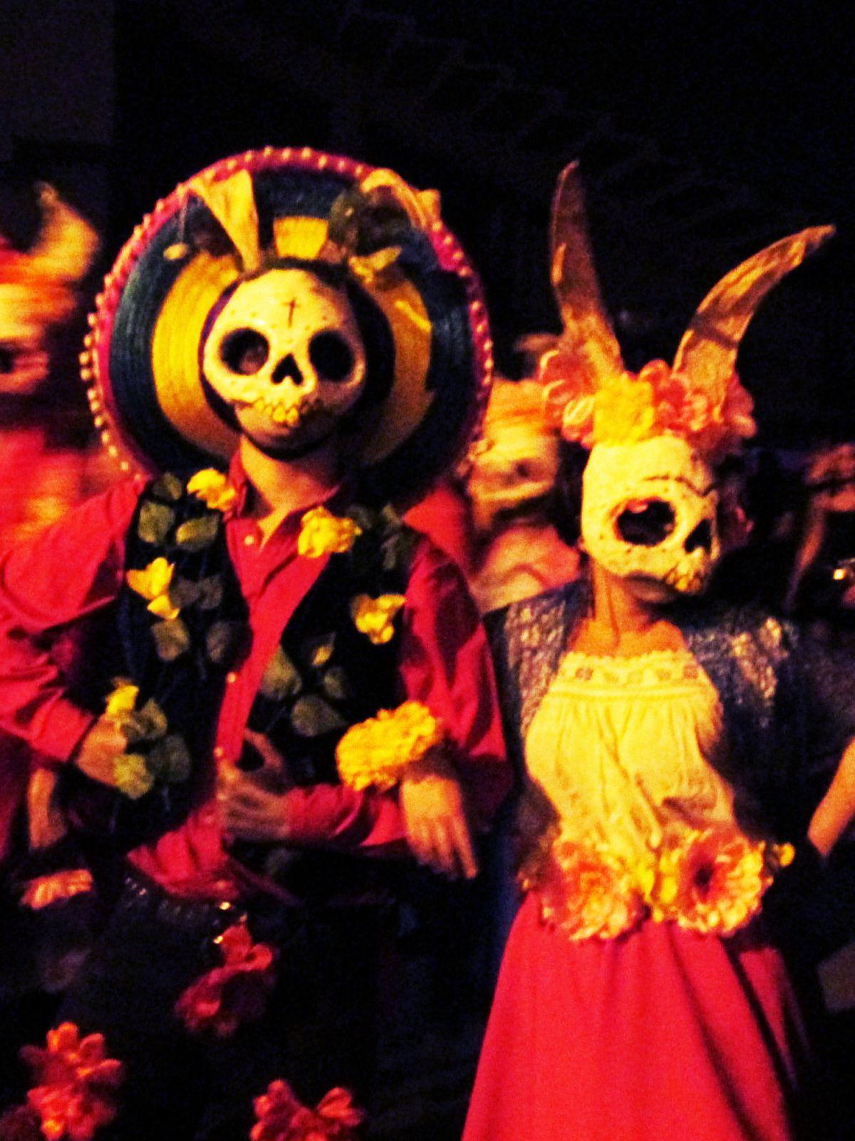Complejo Conejo en el Día de los Muertos Open Blondie Calacas pasacalle