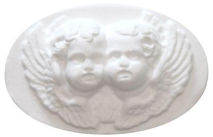 Savon anges 25 g  Ambiance romantique et baroque pour ces deux anges, joue contre joue, parfumés au délicieux mélange de vanille et de patchouli.  Très doux, il génère une mousse fine et onctueuse et laisse la peau parfumé.  Pour tout le corps, au quotidien.