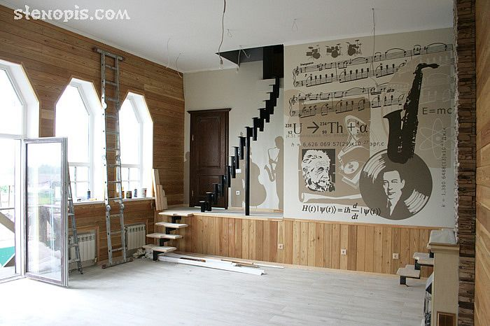 Роспись стены в зале дома