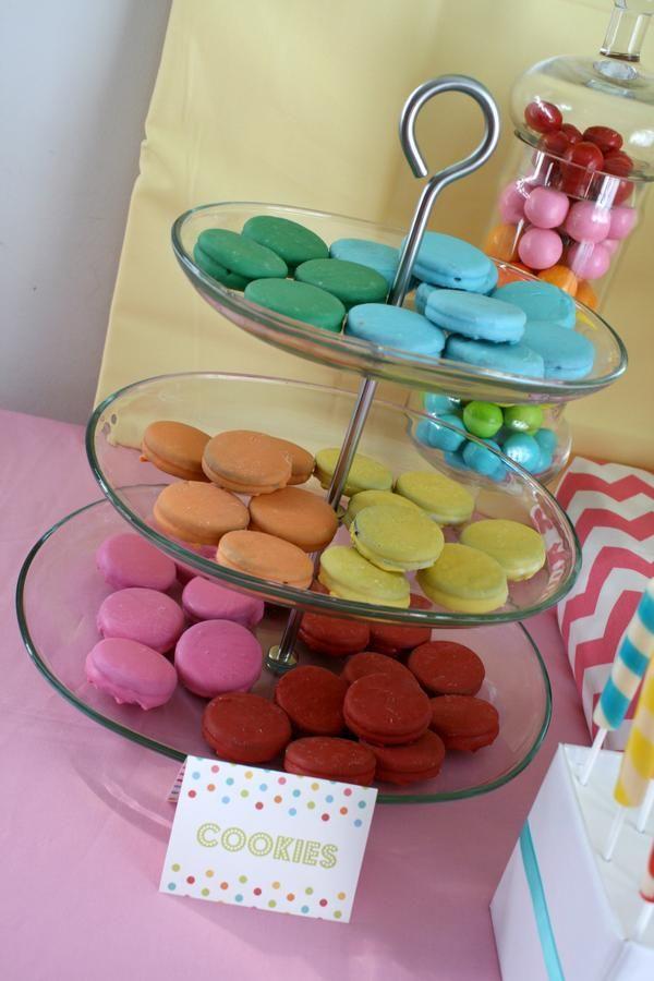 Väriä, väriä ja väriä! #vappupikkuleivät #karnevaalipikkuleivät #vappu #pikkuleipä