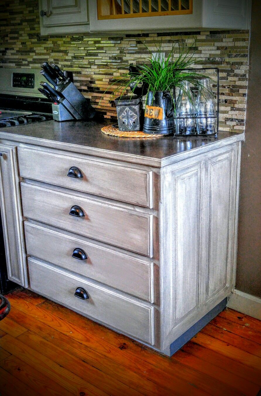Annie Sloan French Linen Grey Washed Looks Like Barnwood Gerycabinets Twotonecabinets Chalkpaint Annie Sloan French Linen Barn Wood Painted Furniture