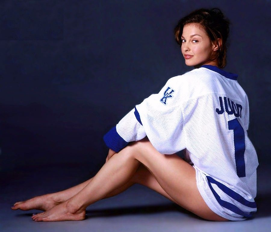 Ashley Judd. I mean c'mon, what other state and basketball program has this hot of a fan?! I love Ashley!