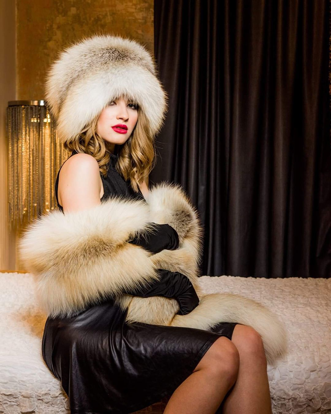 Seductive girl in fur, big boobs realiry sex