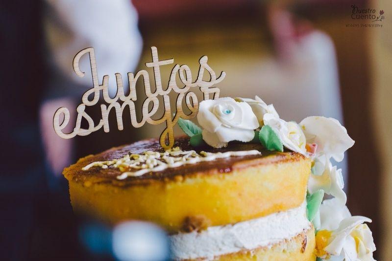 """Tarta de Boda de Pedro y Karol. """" Juntos es mejor""""  www.nuestrocuento.es  #bodas #wedding #weddingphotos #fotografo #fotosdeboda #fotografia #reportajedeboda #sentimiento #amor #love #sweet #cake"""
