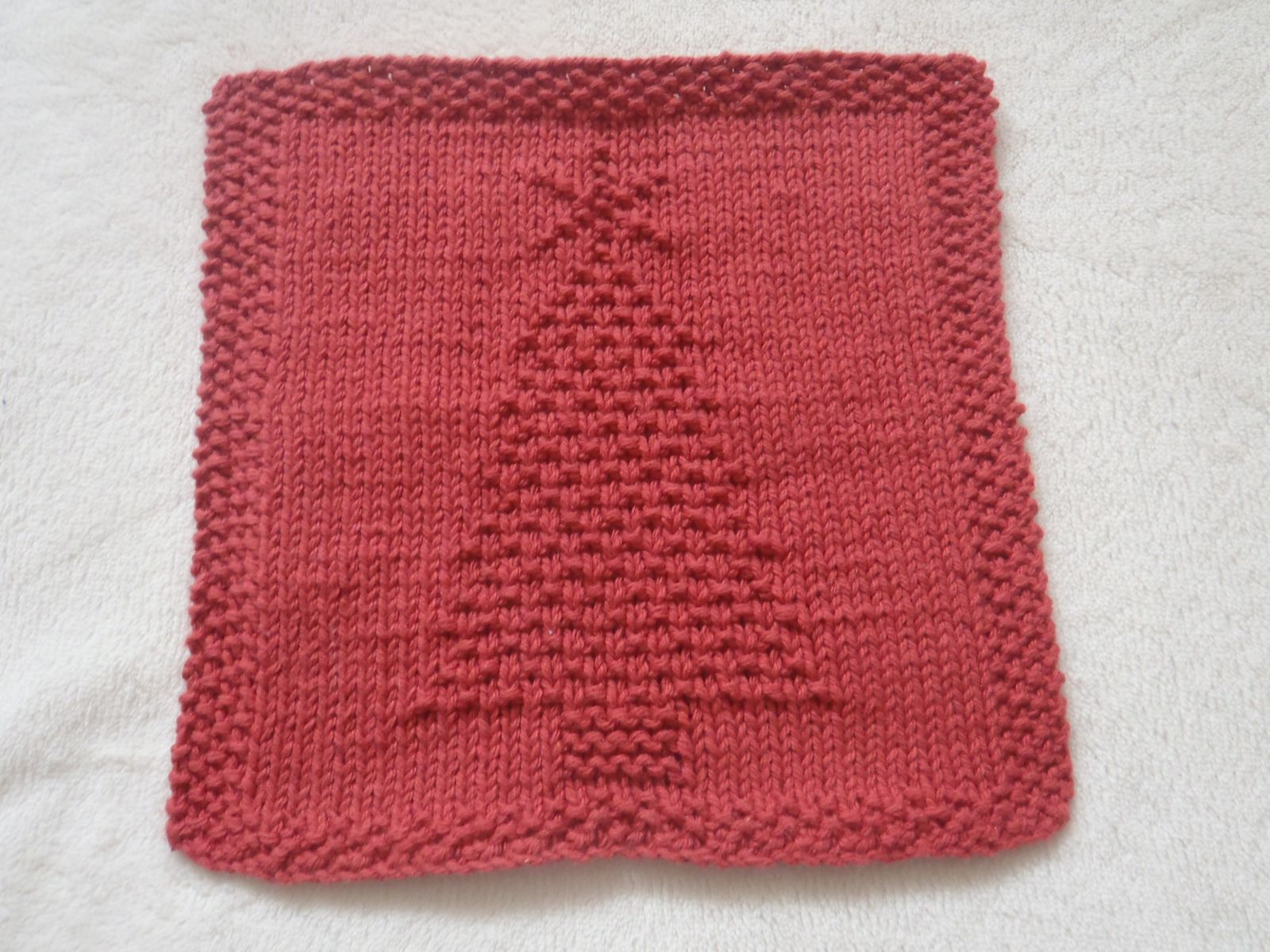Christmas Tree Dishcloth pattern by Louise Sarrazin | Ravelry ...