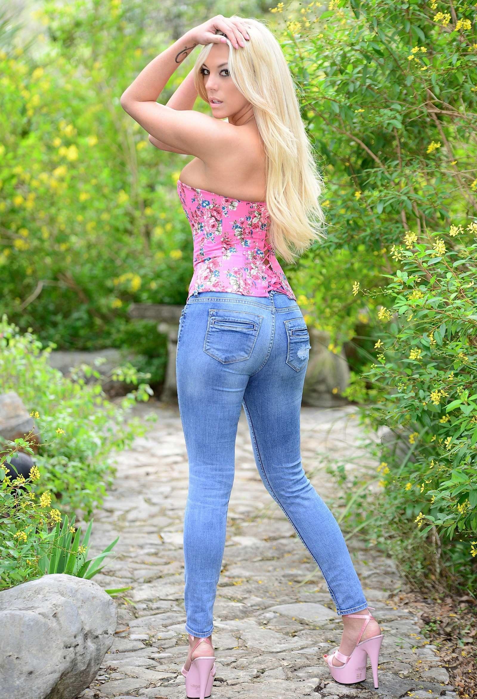 Tiffany Bastow - Gisele : Gears and Girls