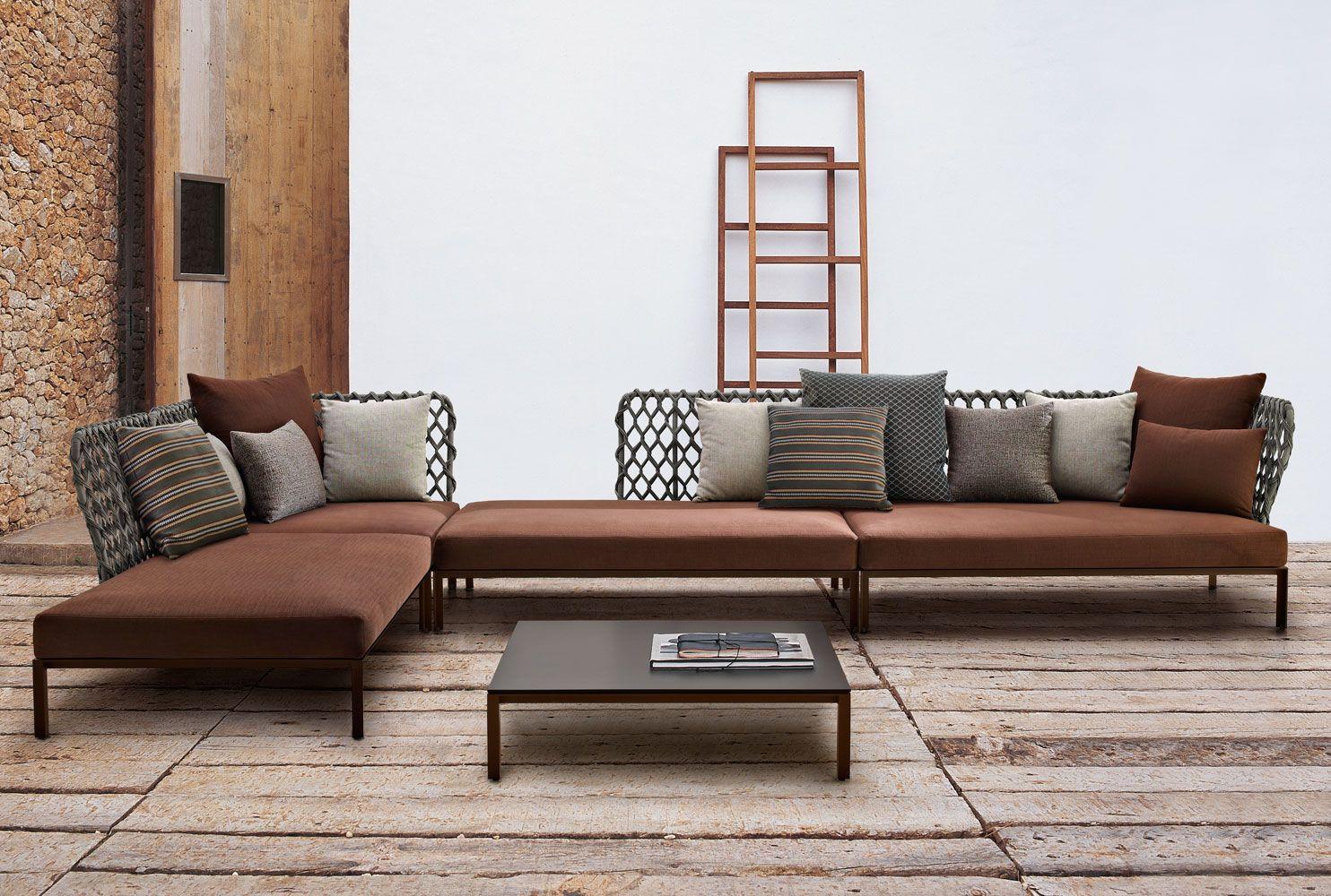 Sofa: RAVEL – Collection: B&B Italia Outdoor – Design: Patricia Urquiola