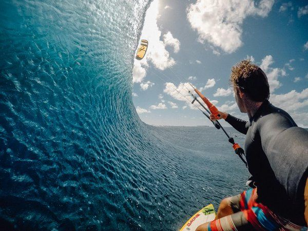 Photo of the Day! @reostevens rips a wall of water at #Cloudbreak in #Fiji! What a shot! #GoPro #Kiteboarding https://twitter.com/gopro/status/728637580179320837