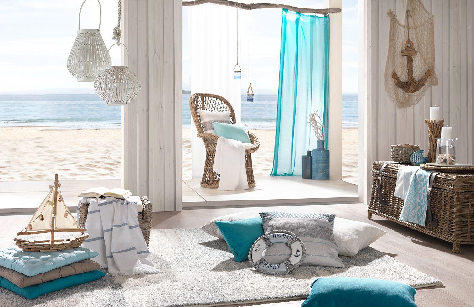 WohnzimmerMöbel und Accessoires in verschiedenen Blau