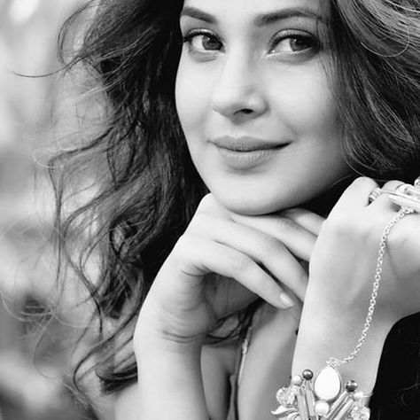 Jennifer Winget Biography with Wallpapers & Quick Facts ...