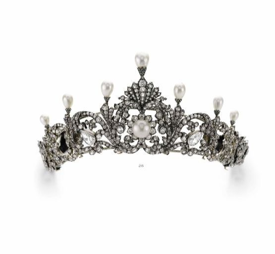 Another 're-run' piece from Sotheby's, this diamond and pearl tiara, circa 1890s, formerly the property of a Nobleman, is up for sale on 17 May 2016. It previously sold via Sotheby's on 14 November 2012 for CHF206,500