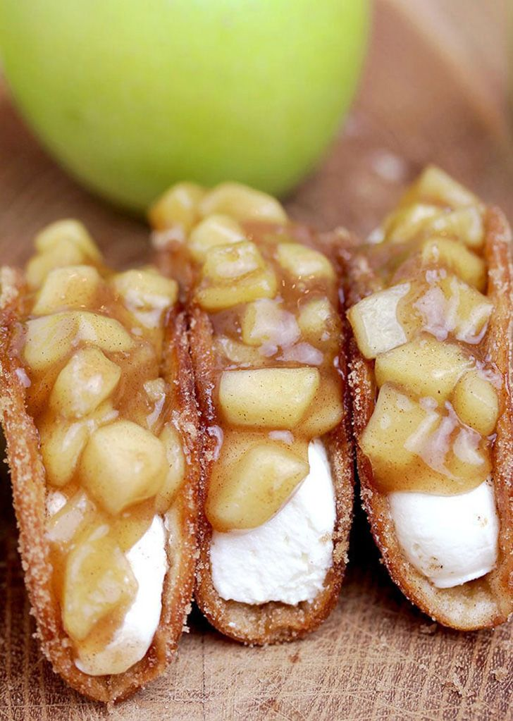 Apple Cheesecake Tacos – crunchy cinnamon sugar tortilla shells, filled with cheesecake filling and covered with homemade apple pie filling are simply perfect dessert.