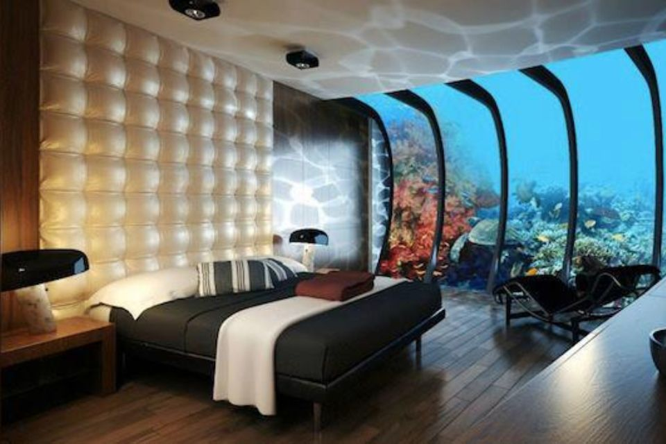 Underwater bedroom or floor to ceiling aquarium for Most expensive hotel rooms in dubai