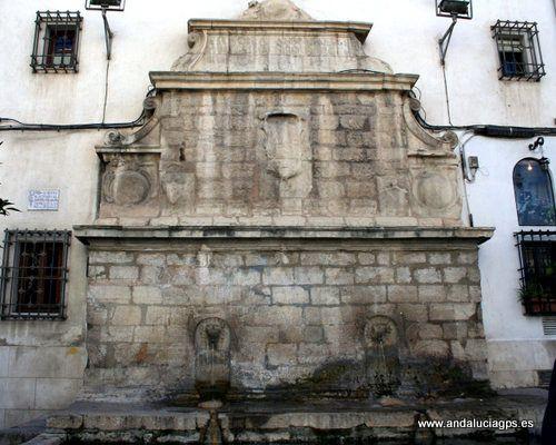 """#Jaén - Fuente del Arrabalejo: - 37º 46' 18"""" -3º 47' 33"""" / 37.771667, -3.792500  Esta fuente es otra de las hijas del Raudal de la Magdalena. Utilizada también como abrevadero público, podremos encontrar esta fuente en la calle Millán Priego. Data de 1574 y es atribuida al arquitecto Alonso Barba."""