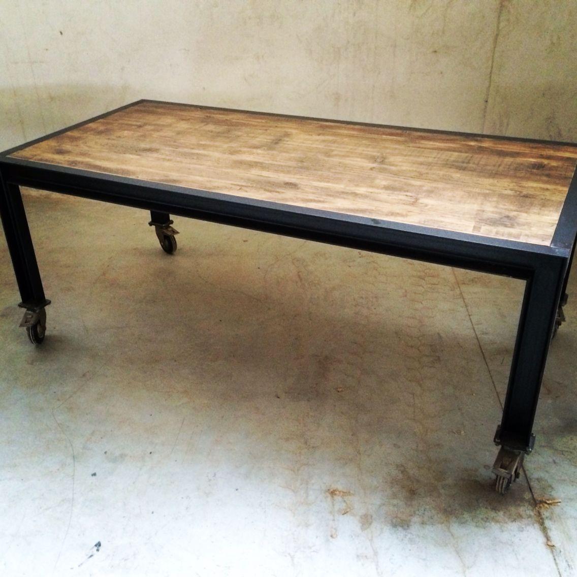 Tavolo in ferro con ruote e piano in legno di recupero riserva - Tavolo legno e ferro ...