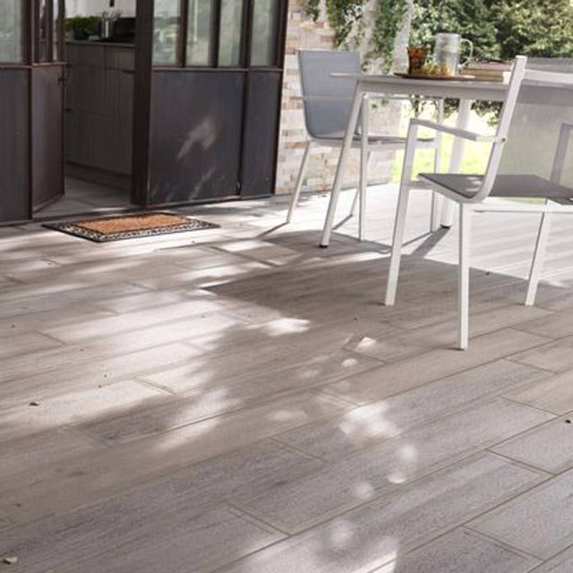 Carrelage terrasse bois gris 16 x 100 cm sansio for Photo terrasse carrelage gris