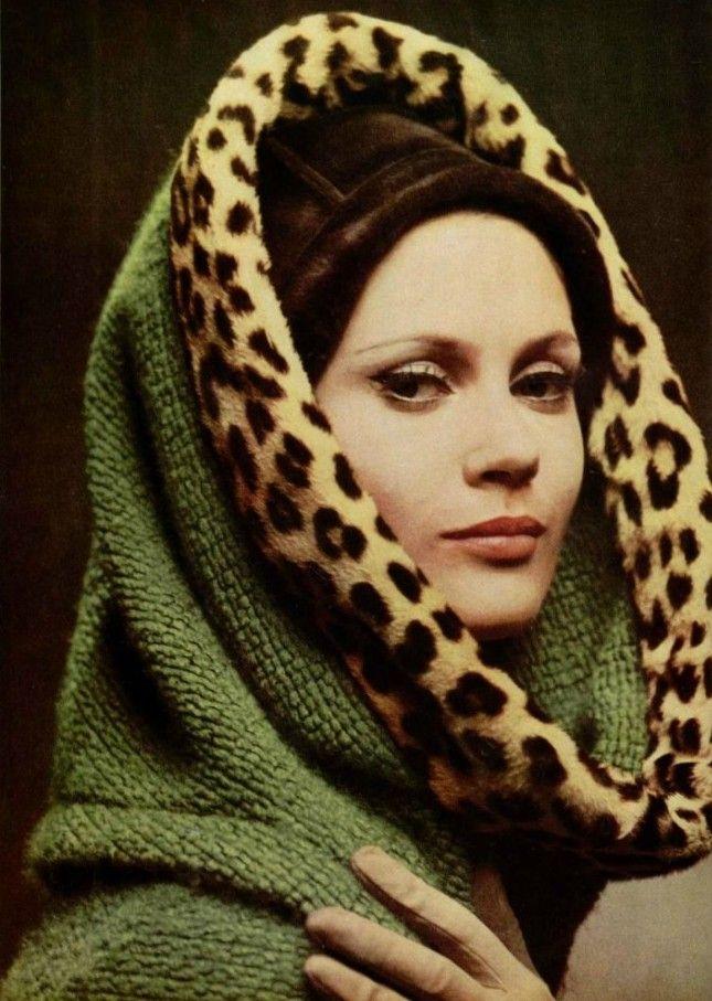 A la recontre des tissus nouveauxL'Officiel #485, 1962Photographer: Philippe PottierNina Ricci, Fall 1962