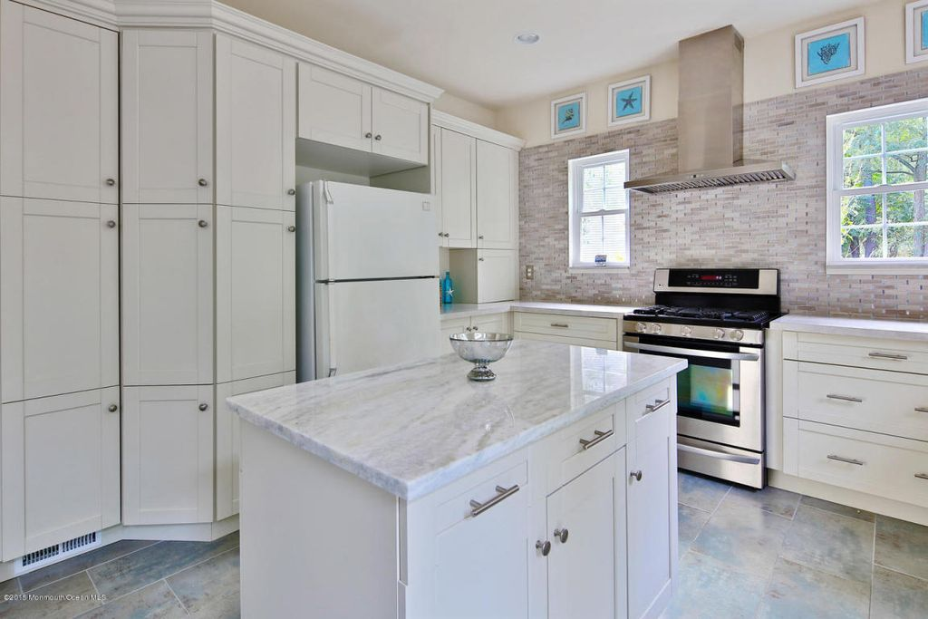 Cottage Kitchen With Calacatta Carrara Marble Countertop, Carrara White 2x4  Grand Brick Subway Mosaic Tile Honed