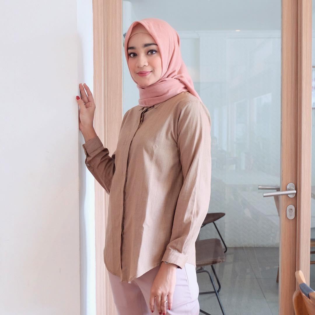 Tutorial Hijab Segi Empat Lilit Leher Pesta Pernikahan