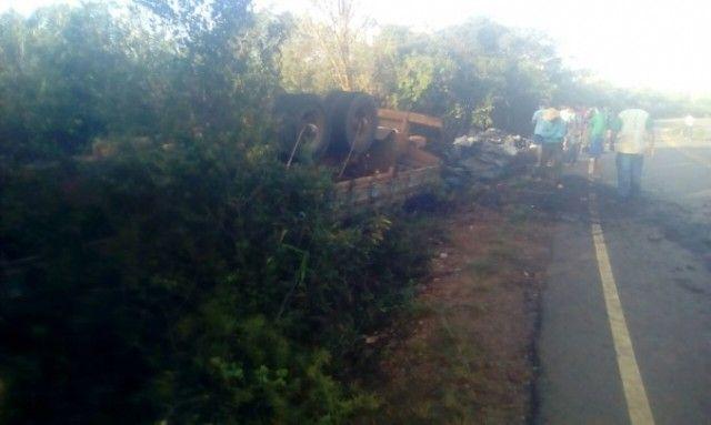 #News  Caminhoneiro de Itamarandiba morre em acidente na zona rural de Turmalina