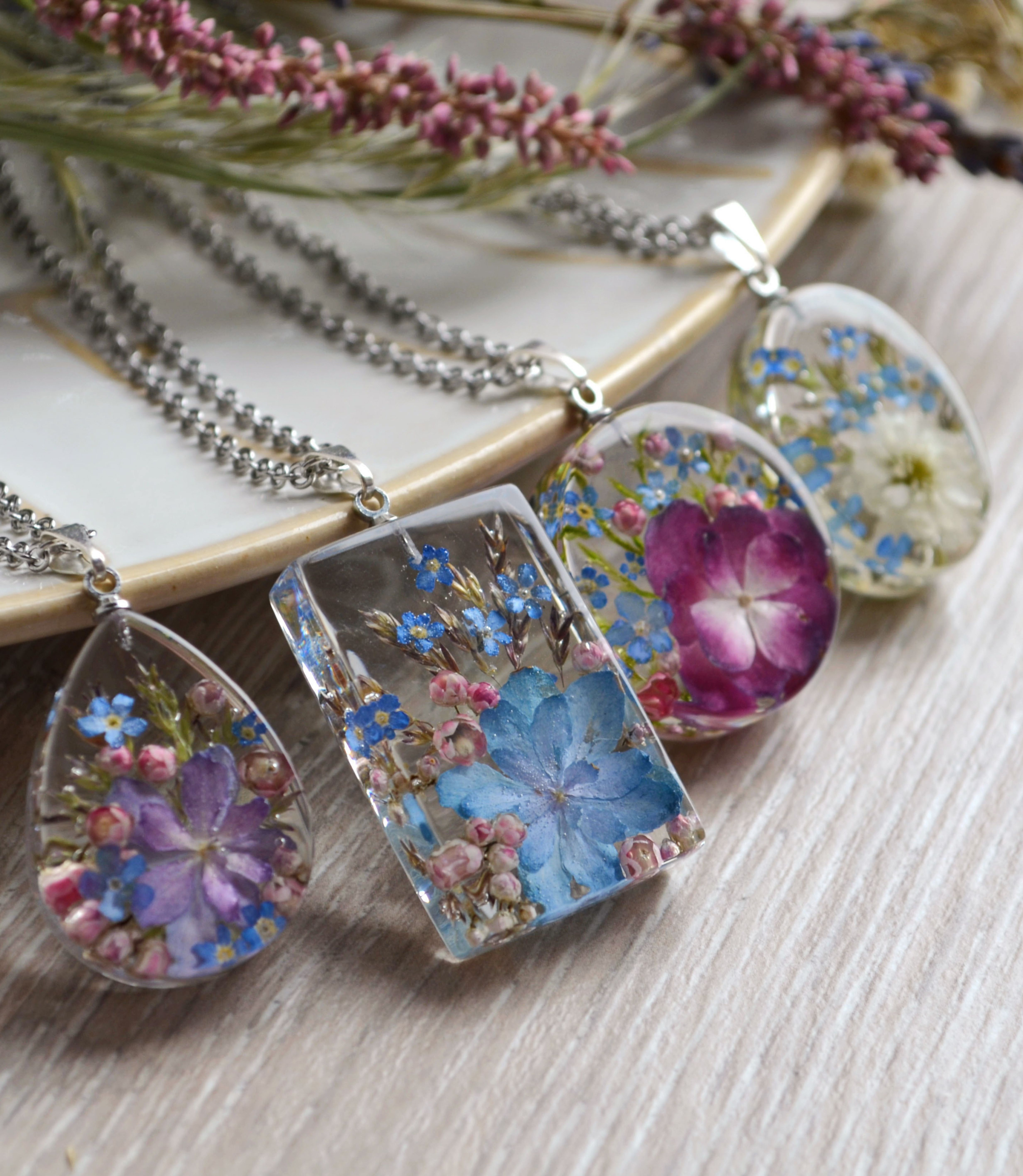 Pendants With Hydrangea Forget Me Nots And Rice Flower In Resin Resin Jewelry Flower Resin Jewelry Making Resin Jewellery
