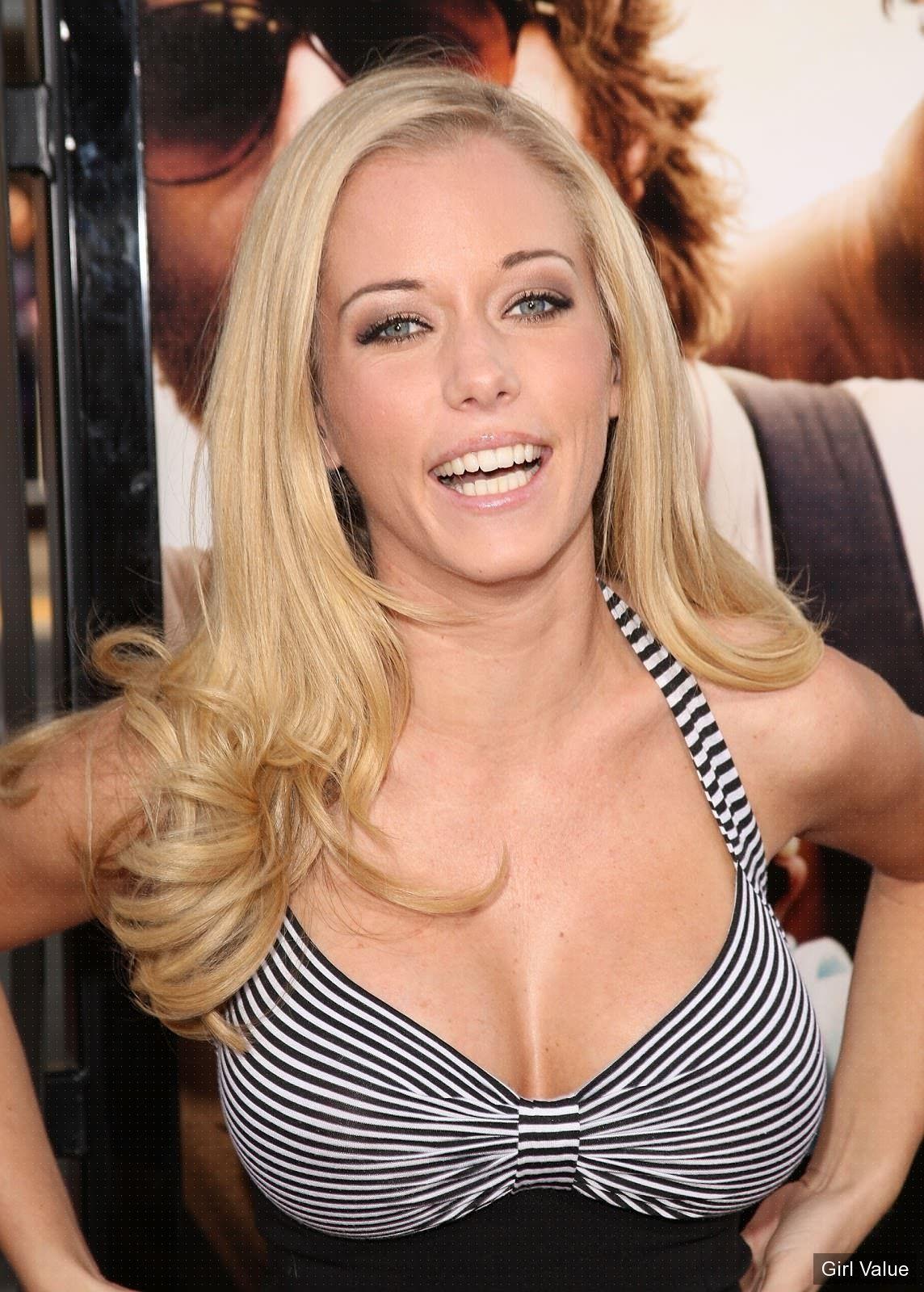 Kendra Wilkinson in tight black top blouse