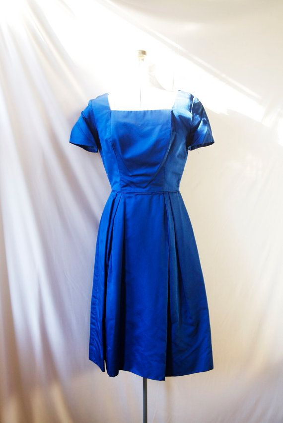7e3a4b9270d 1950 s Dress Vintage Lord   Taylor . Royal Blue Cocktail Dress Size ...
