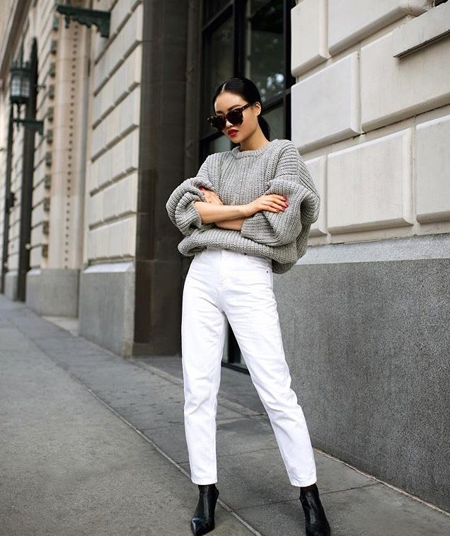 oversized sweater, white denim and black ankle boots | Jeans outfit women,  Oversized grey sweater, Jean jacket outfits