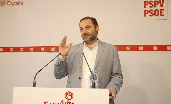 El grupo socialista en pleno asume la abstención en la moción de censura contra Rajoy