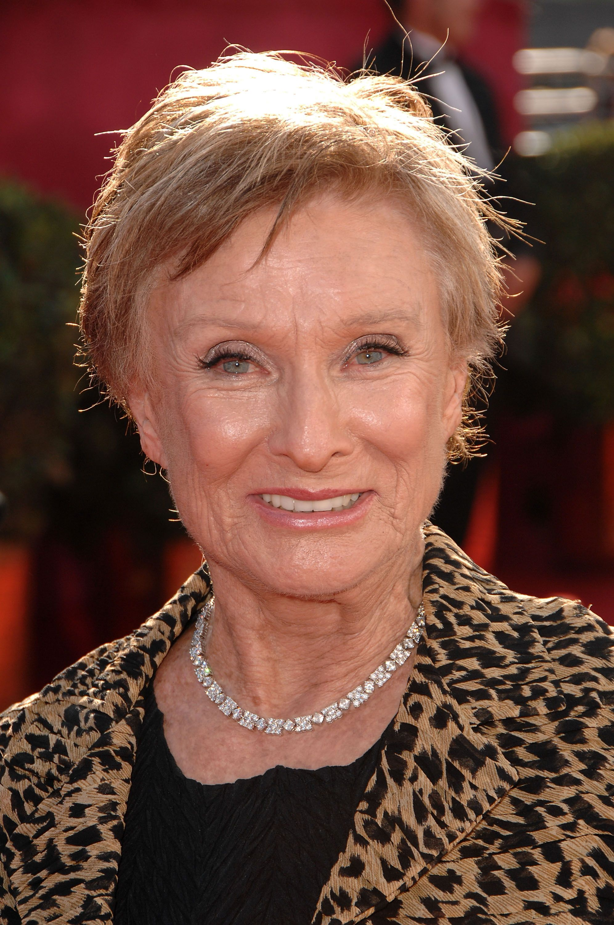 Cloris Leachman At The 2008 Emmy Awards Wearing Hearts On Fire