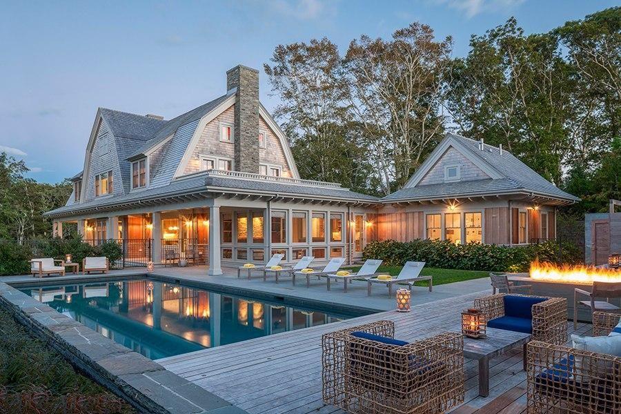 10 Classic Cape Cod Homes That Do Beach Decor Right Beach House Exterior Shingle Style Homes Cape Cod Style House