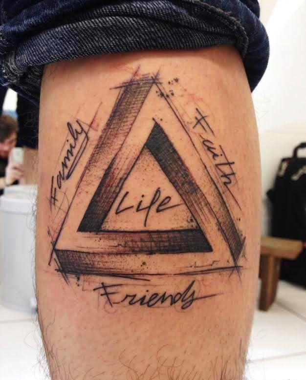 Tatuajes De Triangulos Para Hombres 35 Disenos Hipster Llenos De Significado Tatuaje De Triangulo Frases Para Tatuajes Hombres Disenos De Tatuajes Para Hombres
