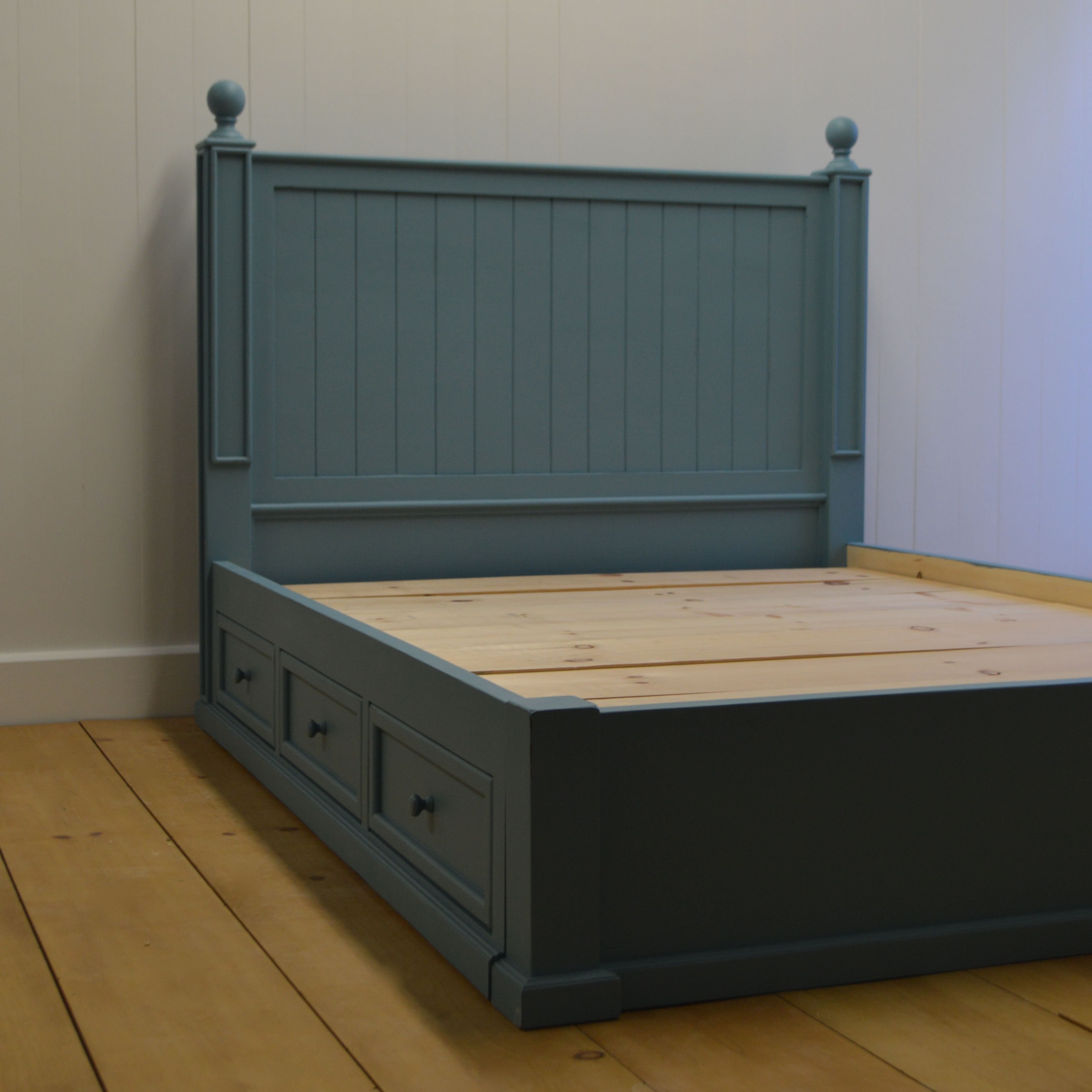 English Farmhouse Platform Bed With Drawers