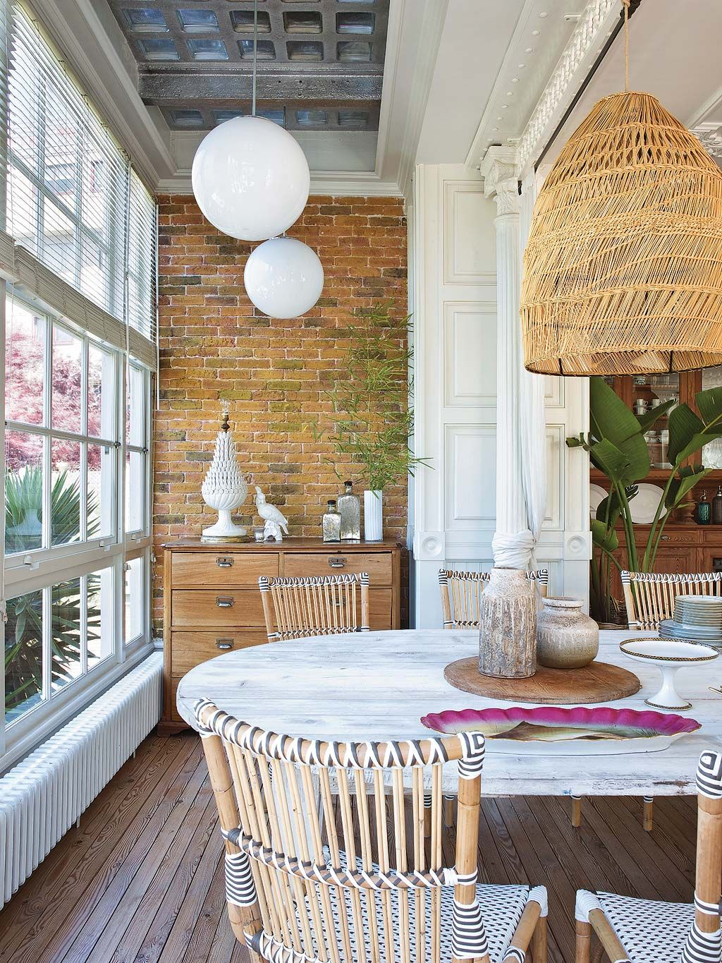 The british were forerunners of the colonial also called plantation style where they left many of their interior decorating influences in their colonies