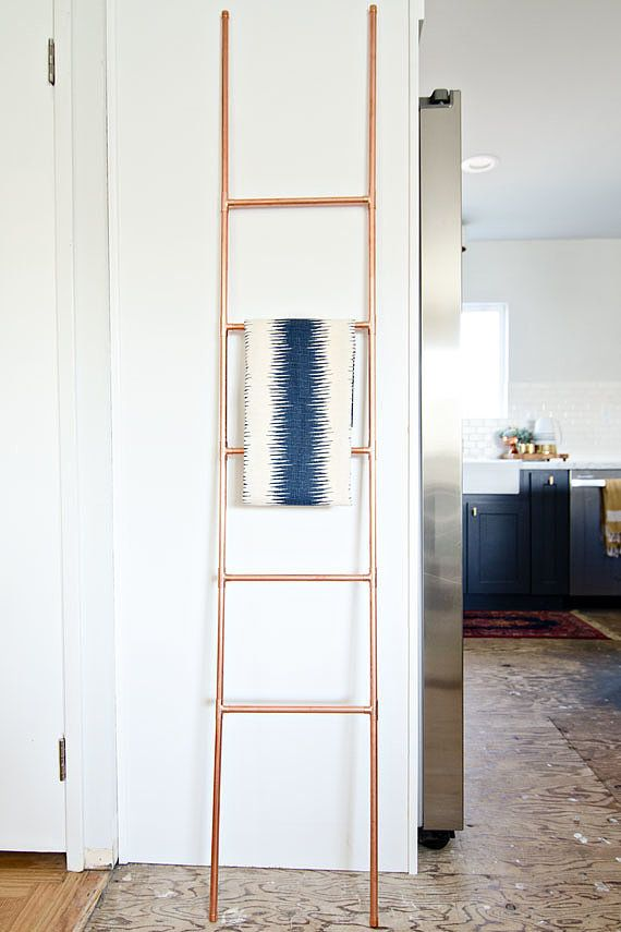You\'ll Want to Copy This DIY Copper Ladder - Ladders en Kleur
