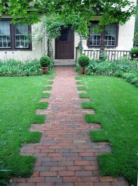 7 walkway ideas to pump up your curb appeal walkways that talk - Sidewalk Design Ideas