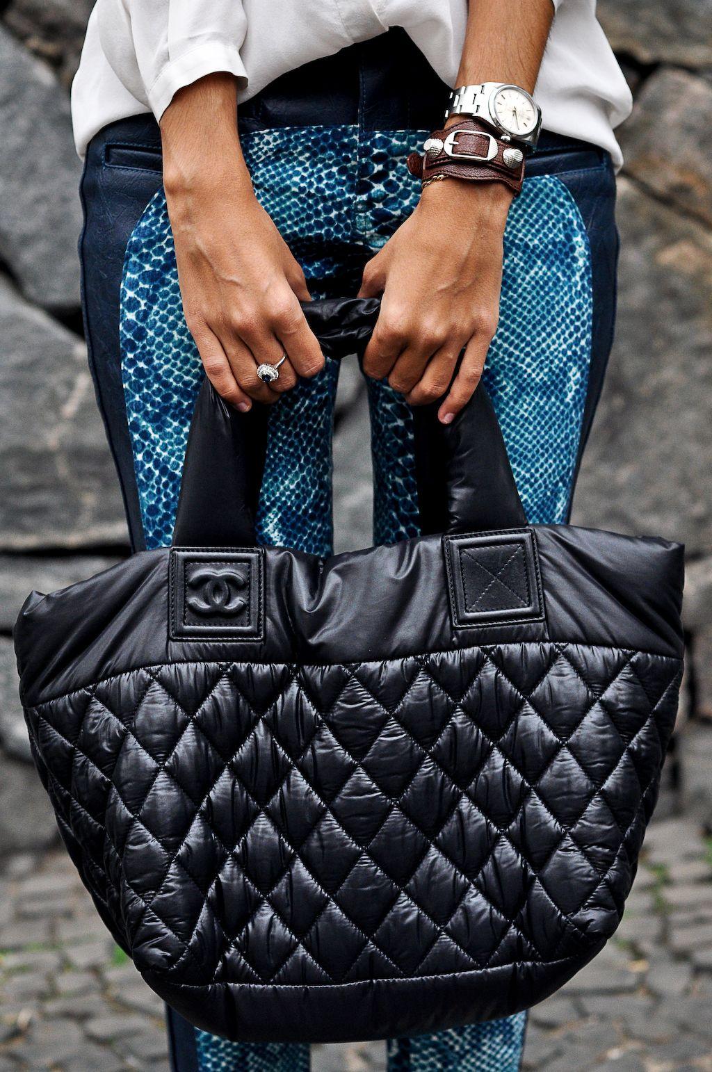 4ea649bed matelassê Chanel bag Bolsa Sacola Preta, Bolsa Chanel Preta, Chanel Preto,  Sacolas,