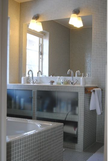 Mosaique grise murs et paillasse salle de bain salle de - Mosaique adhesive pour salle de bain ...