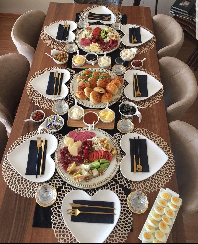 E Para Quem Ama Coracoes Na Mesa Posta Essa E Uma Ideia Linda Em 2020 Mesa Posta Para Jantar Mesas De Jantar Romantico Mesas Decoradas Para Jantar