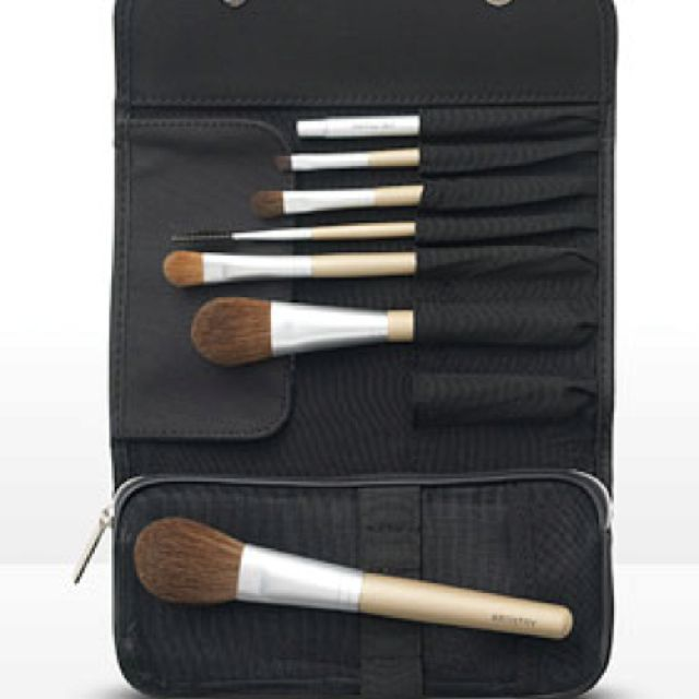 Artistry 7 Brush Set It Includes Everything You Need To Complete
