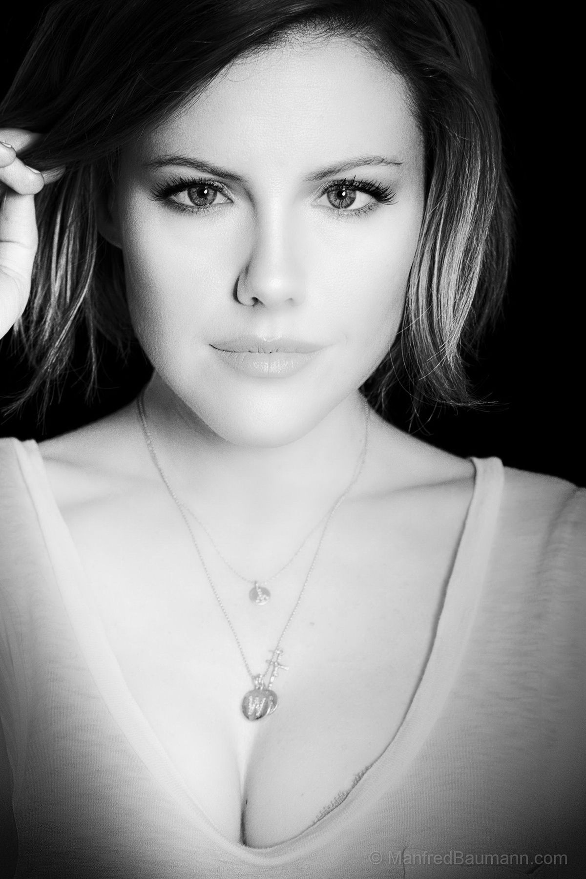 Canadian Actress & Netflix Star Kathleen Robertson on