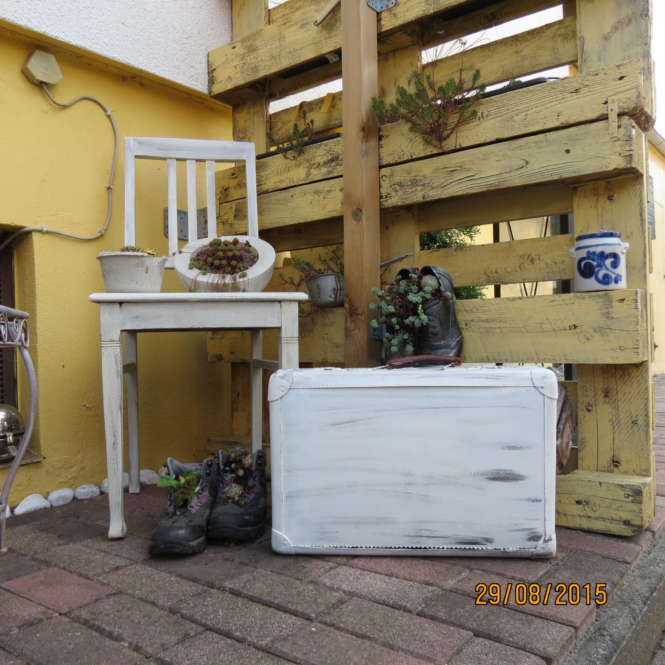 Shabby stuhl und koffer garten koffer pinterest koffer rund ums haus und st hle - Stuhl dekorieren ...