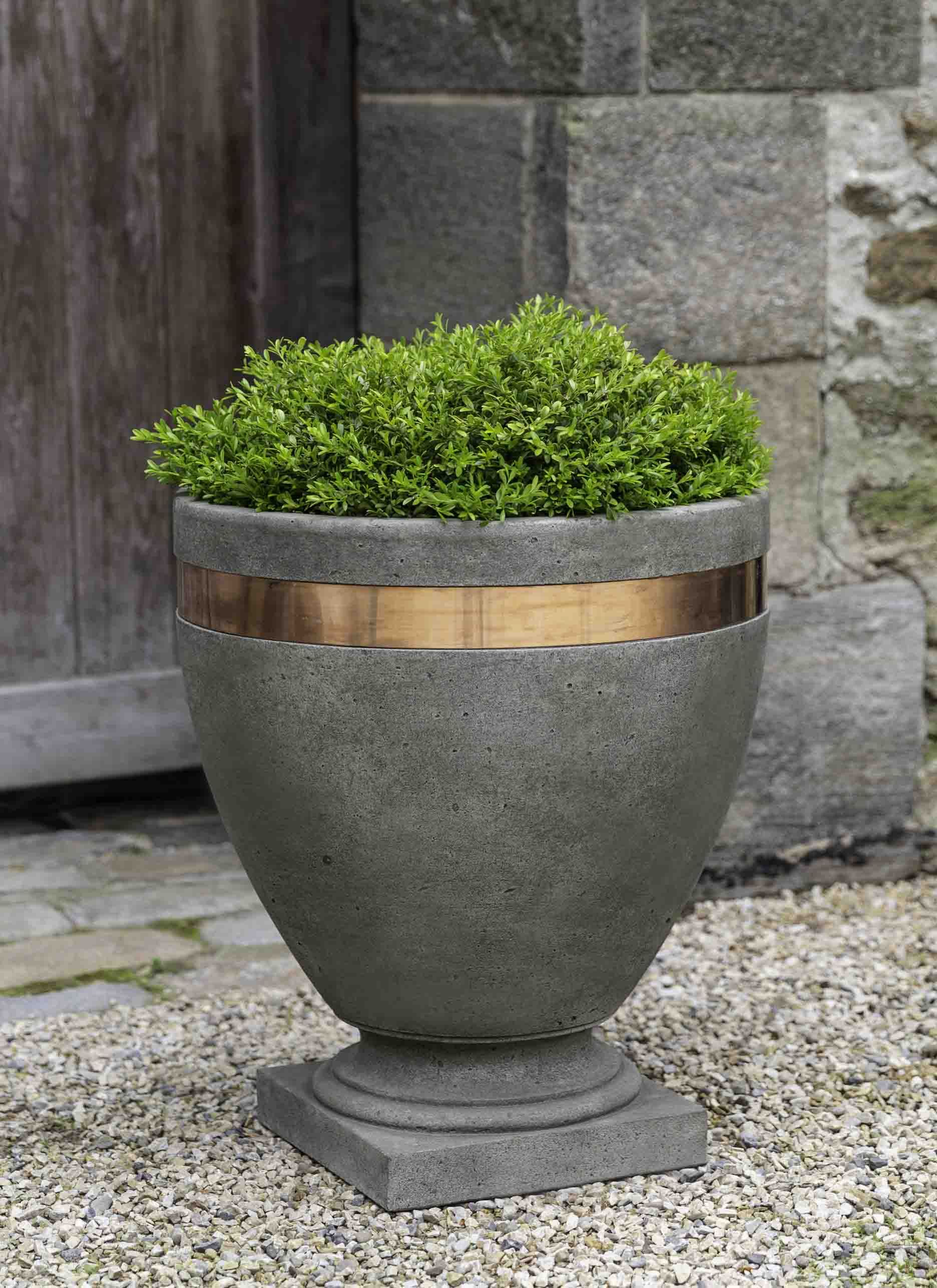 Moderne Tall Planter 1 Stone Planters Planters Urn Planters