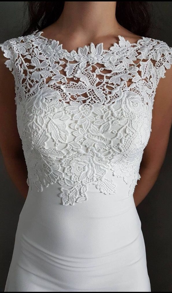 Beautiful white lace dress. Can be bought on Finn.no or in the Tise app!