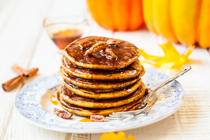 Gingerbread Pancakes by RawSpiceBar  | Mealz