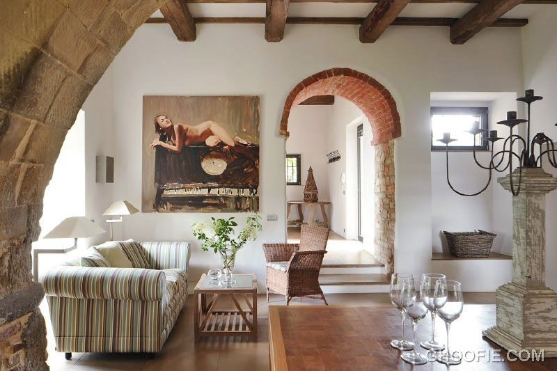 Italian Living Room Decor With Romanesque Features | Romanesque