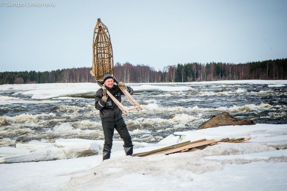 Sosiaalinen erakko: Kukkolankosken kalastaja